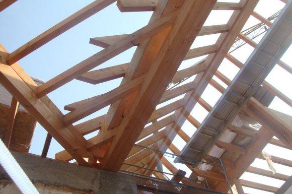 Faire appel à un charpentier Saint-Baudille-de-la-Tour
